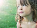 عکس دختر بچه غمگین و ناراحت