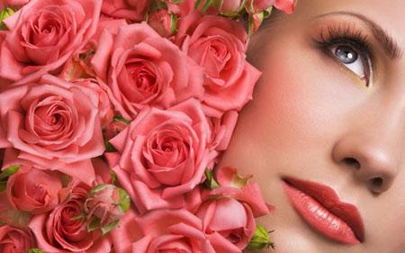 صورت دختر زیبا میان گلهای رز صورتی girl blue eyes rose