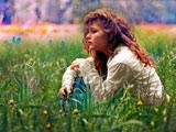 عکس دختر زیبا در طبیعت سبز