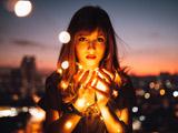 عکس زن زیبا در شب