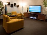 دکور اتاق نشیمن با تلویزیون