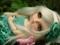 عروسک با موهای نقره ای