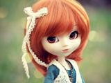 عروسک ناز دختر با موهای لخت