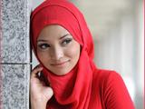 شال قرمز ترکیه پوشیده