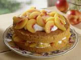 عکس کیک خانگی با تزئین هلو
