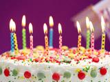کیک تولد با شمع روشن
