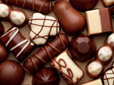 شکلات شیری سفید و کاکاوئی