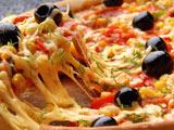 عکس پیتزا کش دار خوشمزه