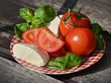 عکس پنیر و سبزی و گوجه فرنگی