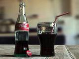 عکس نوشابه سیاه کوکا کولا