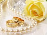 پوستر رمانتیک عاشقانه حلقه ازدواج طلا
