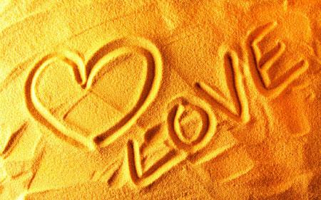 عکس لاو روی شن طلایی love sand