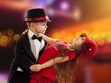 رقص دختر و پسر در عروسی