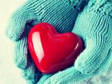عکس قلب قرمز داخل دست