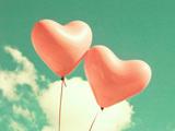 بادکنک های صورتی قلبی شکل