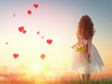 عکس عاشقانه دختر با دسته گل لاله
