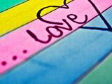 نوشته لاو روی کاغذ رنگارنگ