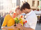 عکس عاشقانه دختر و پسر با تقدیم گل لاله