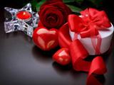 کادو با روبان قرمز و گل رز