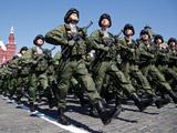 عکس رژه منظم سربازان ارتش