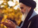 عکس قنوت امام خمینی در نماز