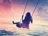 عکس رویایی تاب بازی دختر در آسمان
