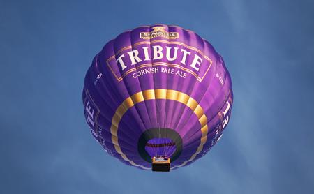 والپیپر بالن در حال پرواز در آسمان baloon flying sky