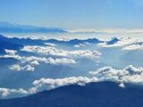 منظره ابرها بر فراز کوها