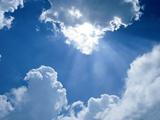 نور خورشید از پشت ابرها