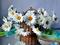 گل ها سفید داخل سبد