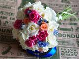 دسته گل رز رنگارنگ عروس