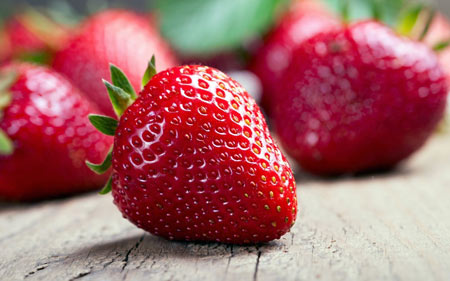 عکس توت فرنگی تازه fresh strawberries