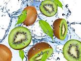 والپیپر میوه کیوی داخل آب