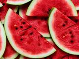 تکه های هندوانه قرمز قاچ شده