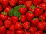 والپیپر زیبا از توت فرنگی قرمز