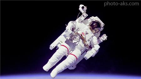 عکس فضانورد در فضا astronaut in space