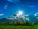منظره زیبای روز آفتابی طبیعت