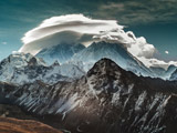 عکس ابر روی قله کوه