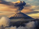 کوه آتشفشانی فعال سمرو اندونزی