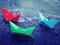 قایق های کاغذی رنگی