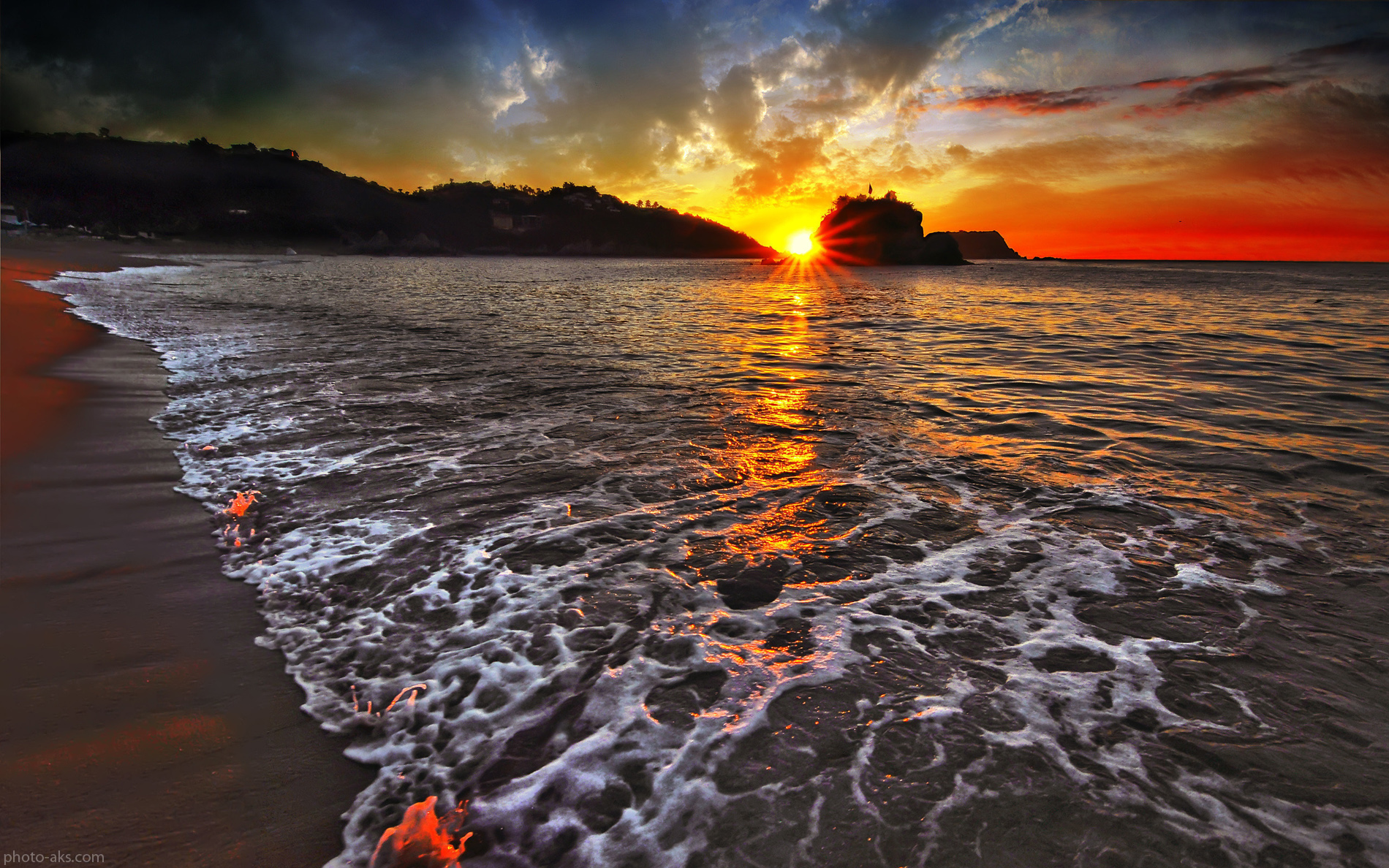 http://pic.photo-aks.com/photo/nature/sea-beach/large/sunset-on-the-beach.jpg