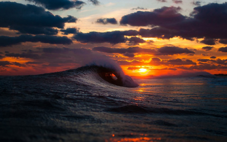 غروب آفتاب روی موج دریا sea sunset wave
