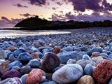 عکس منظره زیبا از ساحل سنگی