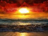 منظره زیبا غروب در ساحل مواج دریا