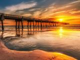 غروب خورشید در ساحل دریا