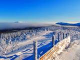منظره طبیعت برفی کوهستانی سرد