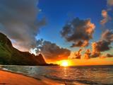 طلوع آفتاب در کنار ساحل