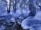 رودخانه یخ زده در زمستان