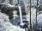 آبشار در برف و زمستان