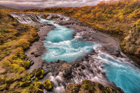 منظره رودخانه زیبای بهاری river flow wallpaper